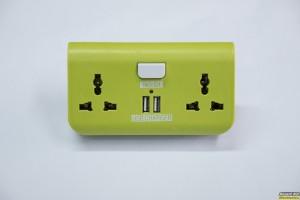 Τετραπλός Φορτιστής Ταξιδιού & Adaptor: 2xUSB & 2x220v