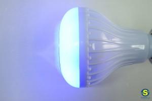 Smart LED λάμπα-ηχείο με Bluetooth και τηλεκοντρόλ