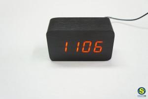 Ξύλινο επιτραπέζιο ρολόι LED με αισθητήρες κίνησης και ήχου