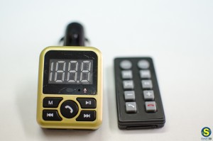 FM πομπός αυτοκινήτου με Bluetooth / USB / microSD