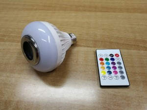 Smart LED Lamp: Έξυπνη λάμπα με ενσωματωμένο ηχείο, Bluetooth και τηλεχειριστήριο