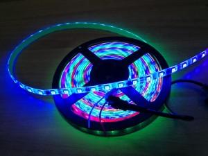 Πολύχρωμη ταινία LED φωτορυθμικό